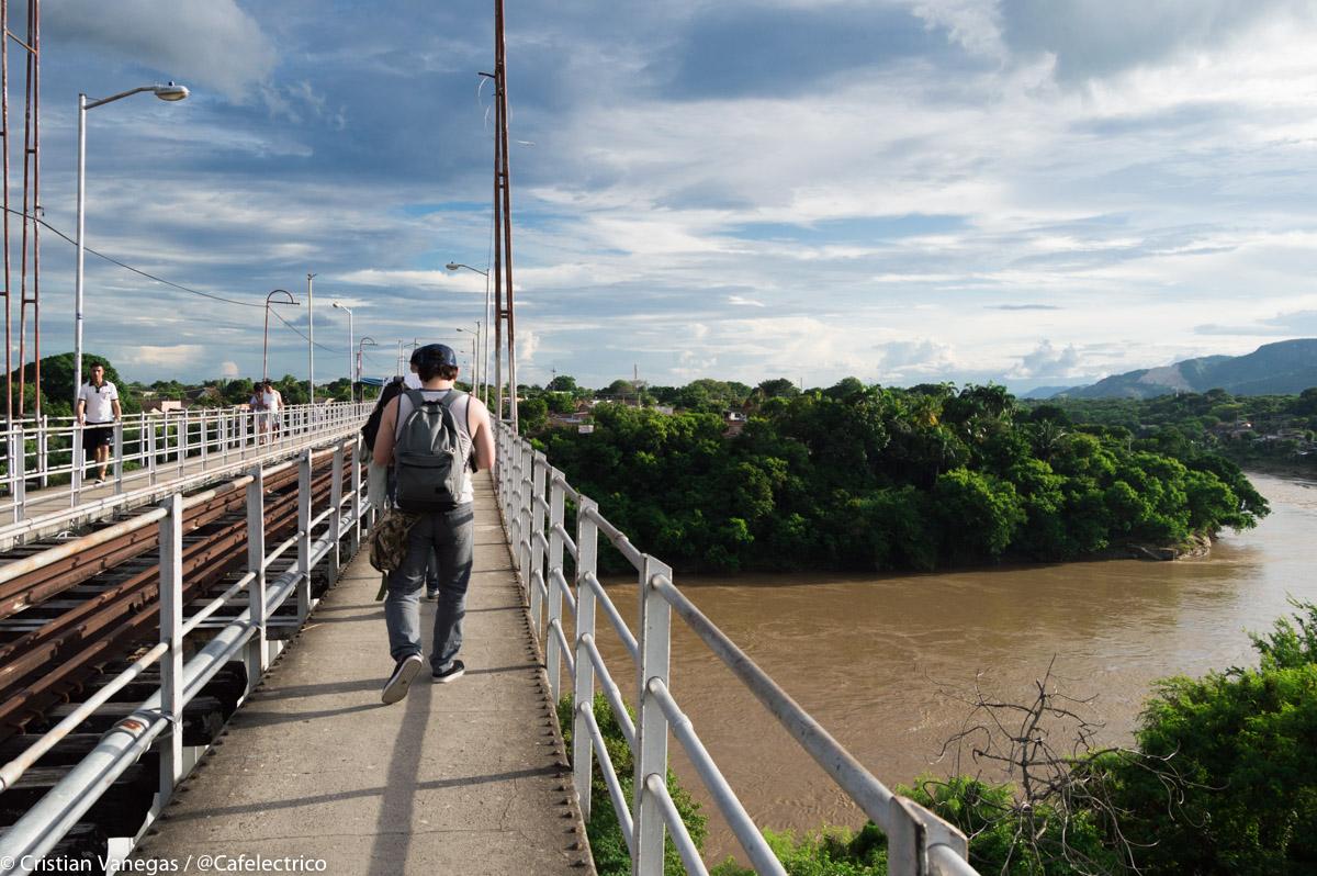 Puente sobre el Magdalena Girardot Flandes