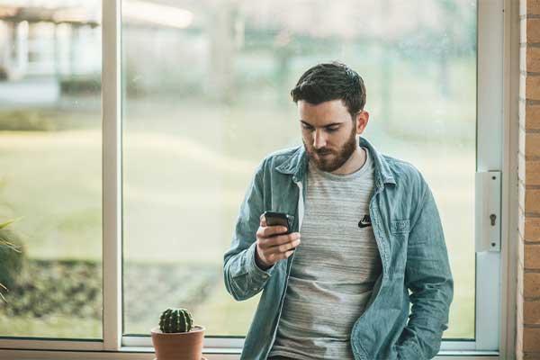 guy watching smartphone 400x600 1